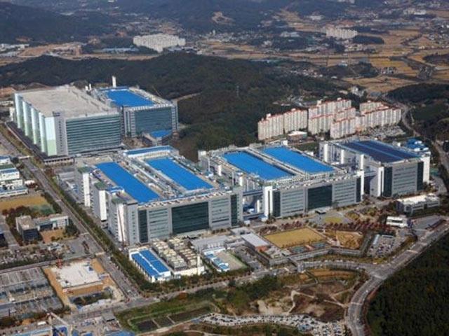 """Samsung chi """"núi tiền"""" xây nhà máy phục vụ Apple"""