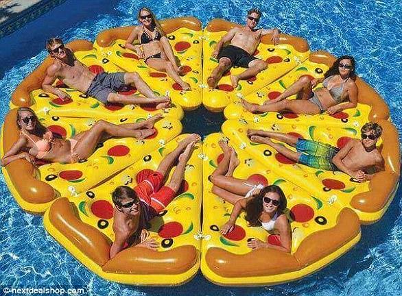 Nước Mỹ xôn xao vì áo tắm làm từ pizza có giá hơn 200 triệu - 6