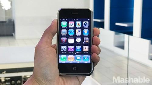 Từ iPhone đầu tiên đến iPhone 7 Plus: Apple đã lột xác thế nào? - 3