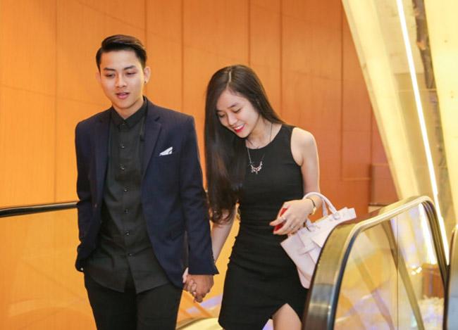 """Sau hơn nửa năm công khai tình cảm, mới đây, Hoài Lâm đã khiến nhiều khán giả ngưỡng mộ, ghen tị khi thường xuyên quấn quít không rời bên bạn gái 9x, thậm chí, anh còn công khai gọi cô bằng  """" vợ """"  trên trang cá nhân."""
