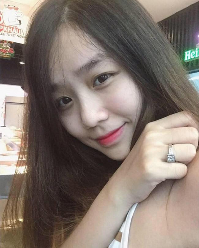 Một nguồn tin tiết lộ, Hoài Lâm đã hỏi ý kiến Hoài Linh về việc cưới bạn gái 21 tuổi nhưng nam danh hài từ chối trả lời. Anh khuyên con nuôi xin ý kiến của  & nbsp;bố mẹ ruột.