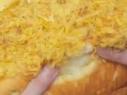 Ẩm thực - Quên bông lan trứng muối đi, bánh mì phô mai mới là 'cực phẩm'