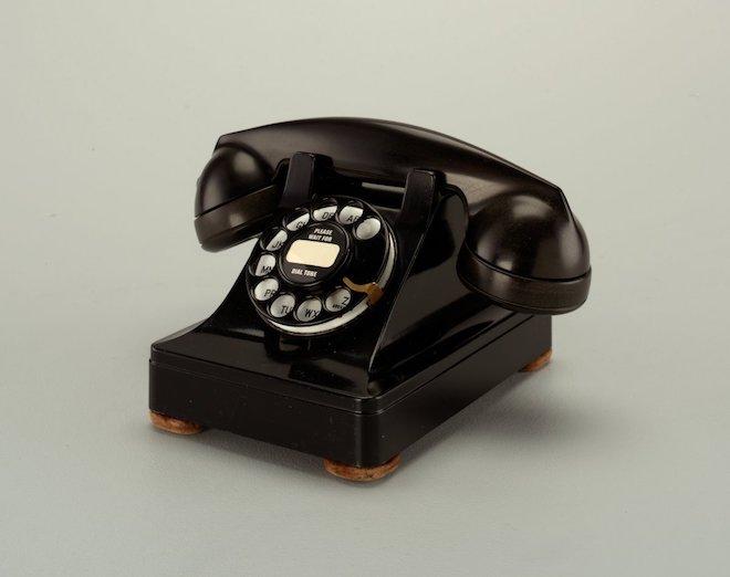 """80 năm phát triển của chiếc điện thoại """"thu nhỏ"""" trong 10 bức ảnh này - 2"""