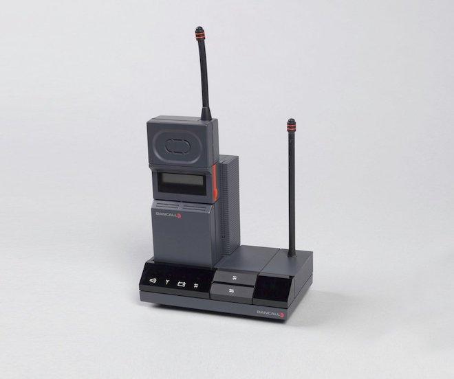 """80 năm phát triển của chiếc điện thoại """"thu nhỏ"""" trong 10 bức ảnh này - 8"""