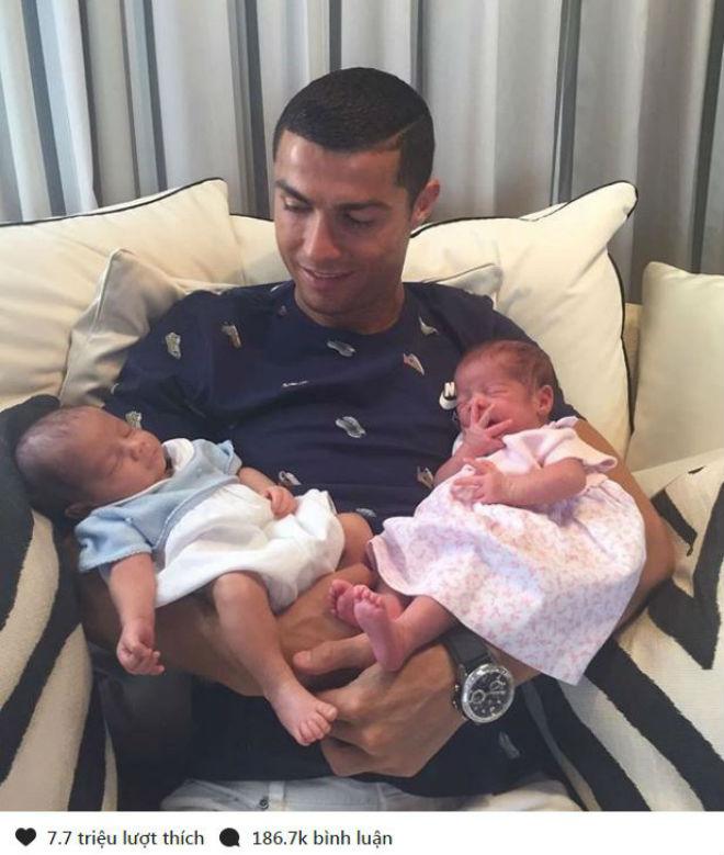 """Ronaldo dính nghi án tình tay ba với siêu mẫu, """"hẹn hò"""" trai đẹp - 4"""