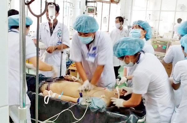 Phút cấp cứu nạn nhân TNGT bị nhiễm HIV ở Kon Tum - 1