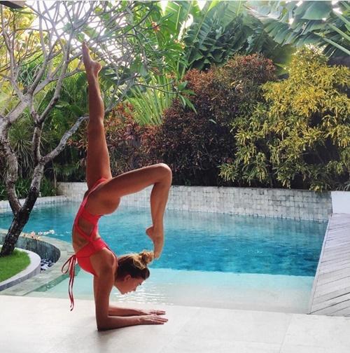 Mỹ nhân kiếm tiền khủng vì chuyên mặc mát mẻ tập yoga - 7