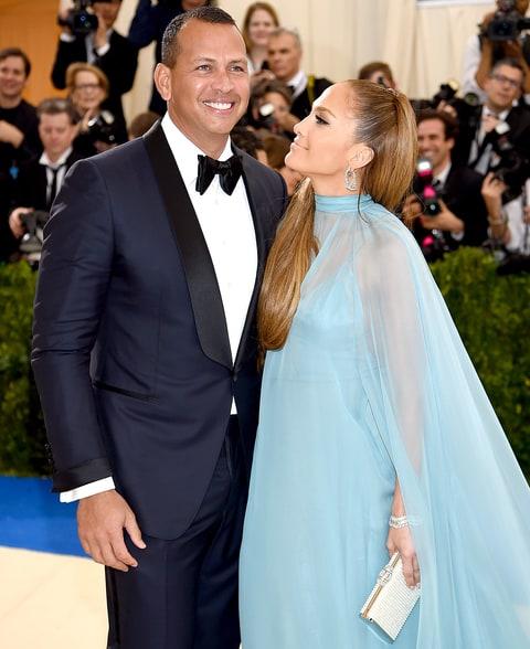 Gần 50 tuổi vẫn khoe vòng ba rực lửa, chỉ có thể là Jennifer Lopez - 7