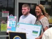 Mỹ: Trúng số triệu đô nhờ xịt lốp xe