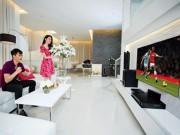 """Phòng khách nhà Thủy Tiên, Hồng Nhung: Đơn giản với nội thất  """" 5 sao """""""