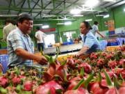 Thị trường - Tiêu dùng - Chi 8.500 tỷ nhập trái cây: Mua về không ăn, tái xuất đi Trung Quốc