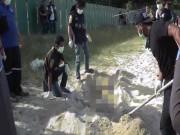 Thái Lan: Bới cát bãi biển lộ ra xác người