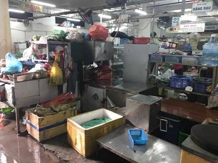 Cảnh đìu hiu ở 'chợ kết hợp trung tâm thương mại' - 9