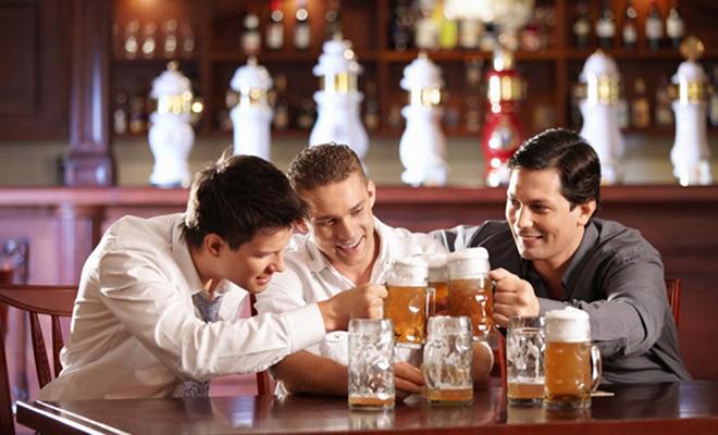 """Bí quyết """"vàng"""" giúp người Nhật yên tâm uống rượu bia - 1"""