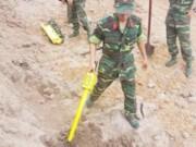 Tin tức trong ngày - Khảo sát khu vực nghi hố chôn tập thể ở Tân Sơn Nhất