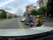 """Tin tức trong ngày - Vụ CSGT đuổi xe taxi như phim """"Fast and furious"""": Vì sao tài xế bỏ chạy?"""