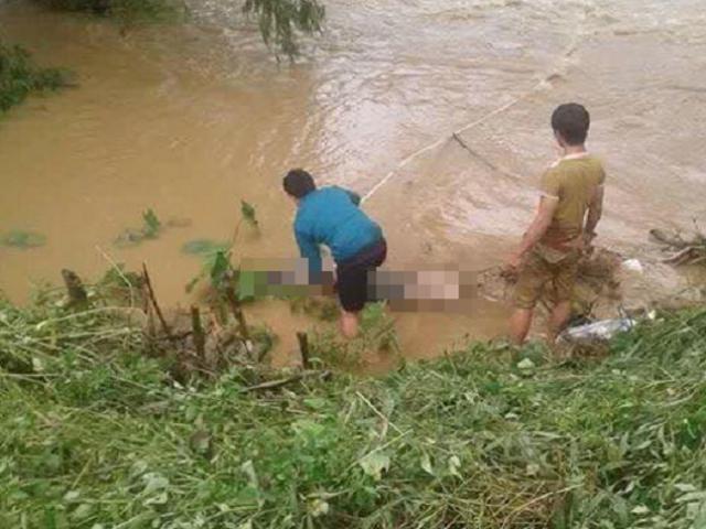 3 mẹ con chạy xe máy qua cầu tràn, bị nước lũ cuốn mất tích - 2