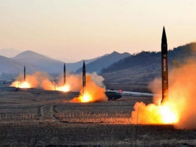 Triều Tiên làm gì với số tên lửa rơi xuống biển?
