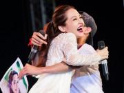 Bảo Anh giật mình vì bị fan nam ôm chặt trên sân khấu