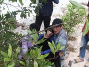 Vụ bé trai mất tích ở Quảng Bình:  Cặp sách đã đủ, sao con ra đi…
