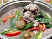 Canh sườn nấu sấu chua dịu mát cho bữa cơm ngày hè