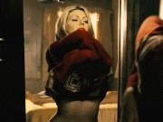 Phim - Mỗi lần cởi áo, các người đẹp lại gây nghẽn sóng truyền hình