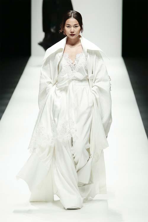 1,7 triệu người thích Rihanna mặc váy của Công Trí - 3