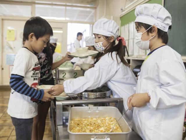 Có gì đặc biệt trong bữa trưa của học sinh Nhật Bản?