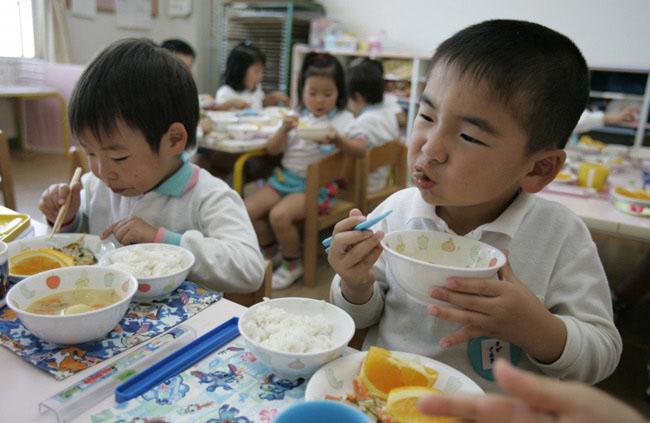 Có gì đặc biệt trong bữa trưa của học sinh Nhật Bản? - 9