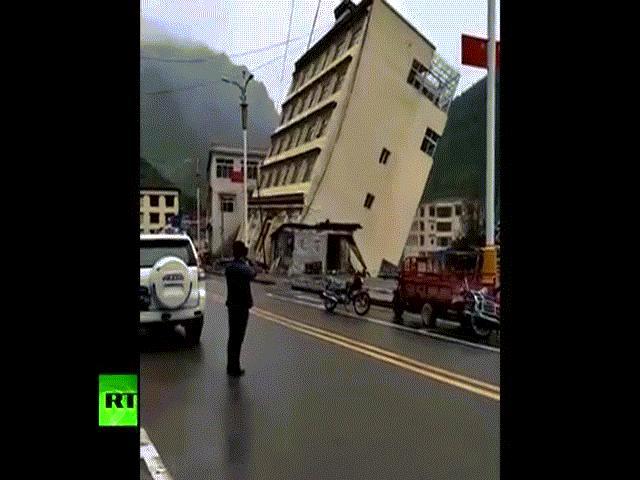Xe tải nổ tan tành, tạo quả cầu lửa kinh hoàng ở TQ - 2