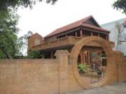 Nhà gỗ 2 tầng tuyệt đẹp  ' lai '  kiến trúc... nhà sàn