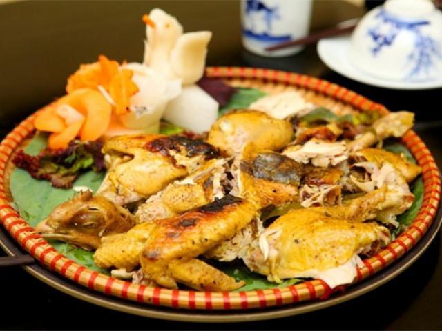 Gà bọc đất sét - món ăn của gã ăn mày lên bàn tiệc Hoàng cung