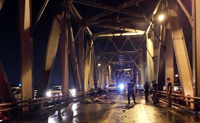 Xe máy đứt đôi, 3 người chết tại chỗ sau cú va chạm kinh hoàng với ô tô - 1
