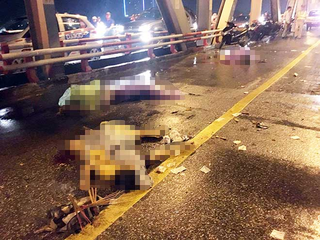 Xe máy đứt đôi, 3 người chết tại chỗ sau cú va chạm kinh hoàng với ô tô - 2