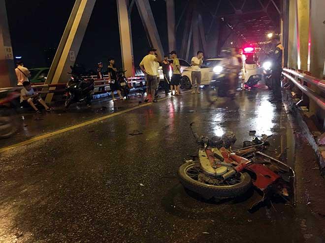 Xe máy đứt đôi, 3 người chết tại chỗ sau cú va chạm kinh hoàng với ô tô - 3