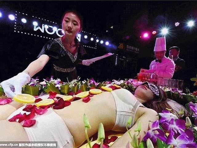 Mẫu nude tiệc sushi kể về nỗi nhục chua chát nhất đời