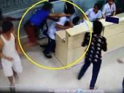 Bác sĩ bị đánh chảy máu đầu khi đang chữa cho bệnh nhân