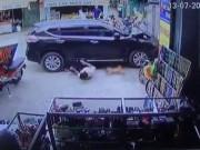 Clip: Người đi bộ bị ô tô tông văng tứ tung trên đường