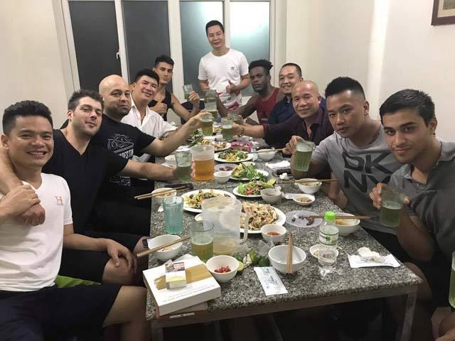Cao thủ Flores chưa rời Việt Nam, chờ đấu Chưởng môn
