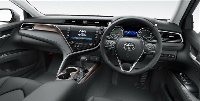 Toyota Camry 2018 giá từ 656 triệu đồng ở quê hương Nhật Bản - 3