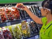 """Thị trường - Tiêu dùng - Người Việt """"mạnh tay"""" mua trái cây ngoại"""