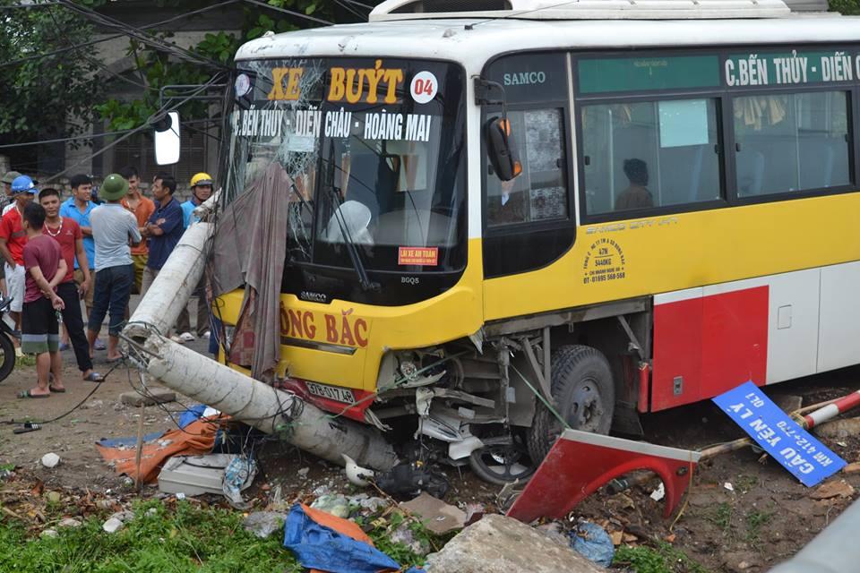 Đang đứng chờ khách, tài xế xe ôm bị xe buýt tông tử vong - 1