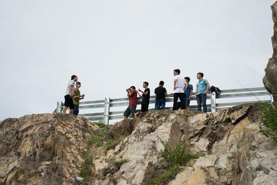 Nằm chênh vênh bên vách đá để selfie trên đồi Con Heo - 9