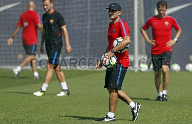 Barca: Valverde dung túng Suarez vô kỷ luật, Messi không hài lòng - 1