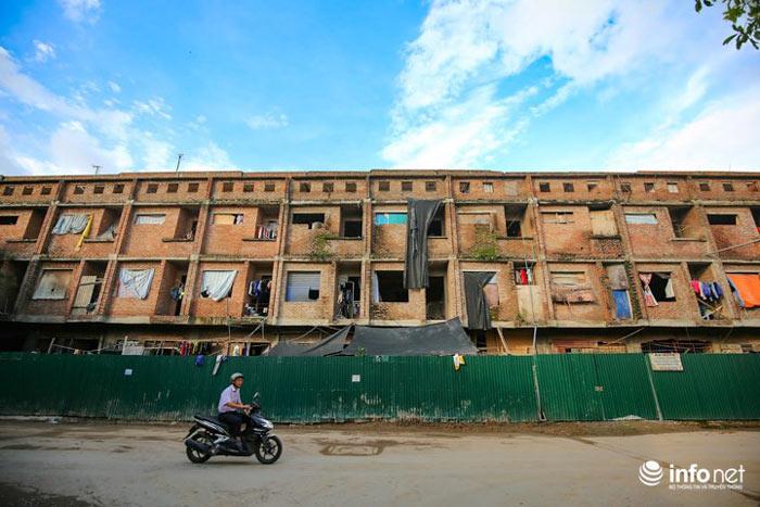 Nhà tiền tỷ bỏ hoang, chỗ ở lý tưởng của người lao động nghèo - ảnh 1