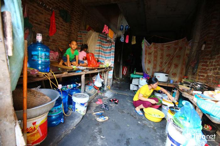Nhà tiền tỷ bỏ hoang, chỗ ở lý tưởng của người lao động nghèo - ảnh 13