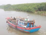 Đi trú bão, tàu hàng và 13 người mất tích trong đêm