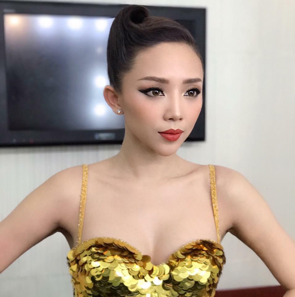 Bối rối vì Tóc Tiên mặc áo hai dây xẻ sâu hun hút ở nhà - ảnh 2