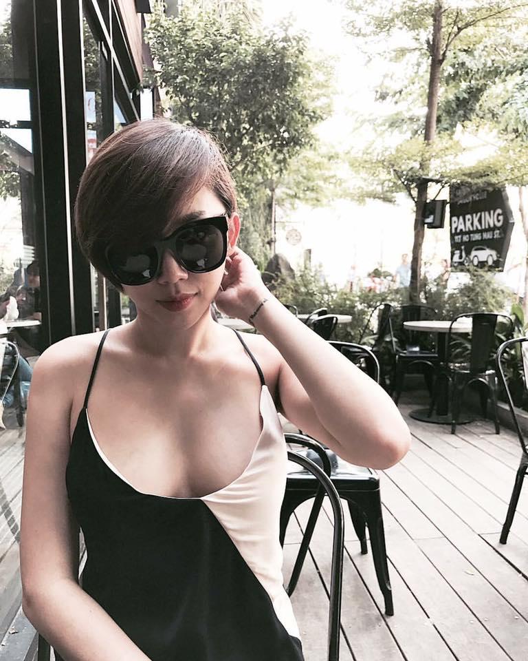Bối rối vì Tóc Tiên mặc áo hai dây xẻ sâu hun hút ở nhà - ảnh 8