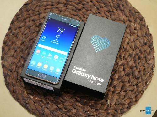 Video: Mở hộp Samsung Galaxy Note Fan Edition - ảnh 1